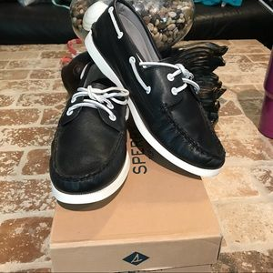 Sperry NWT size 9.5
